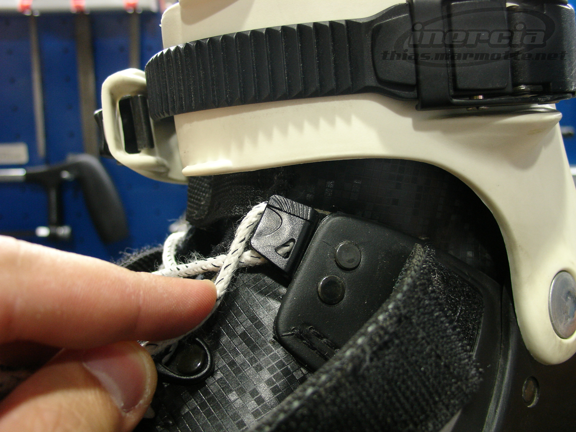 Autoblocking lacing