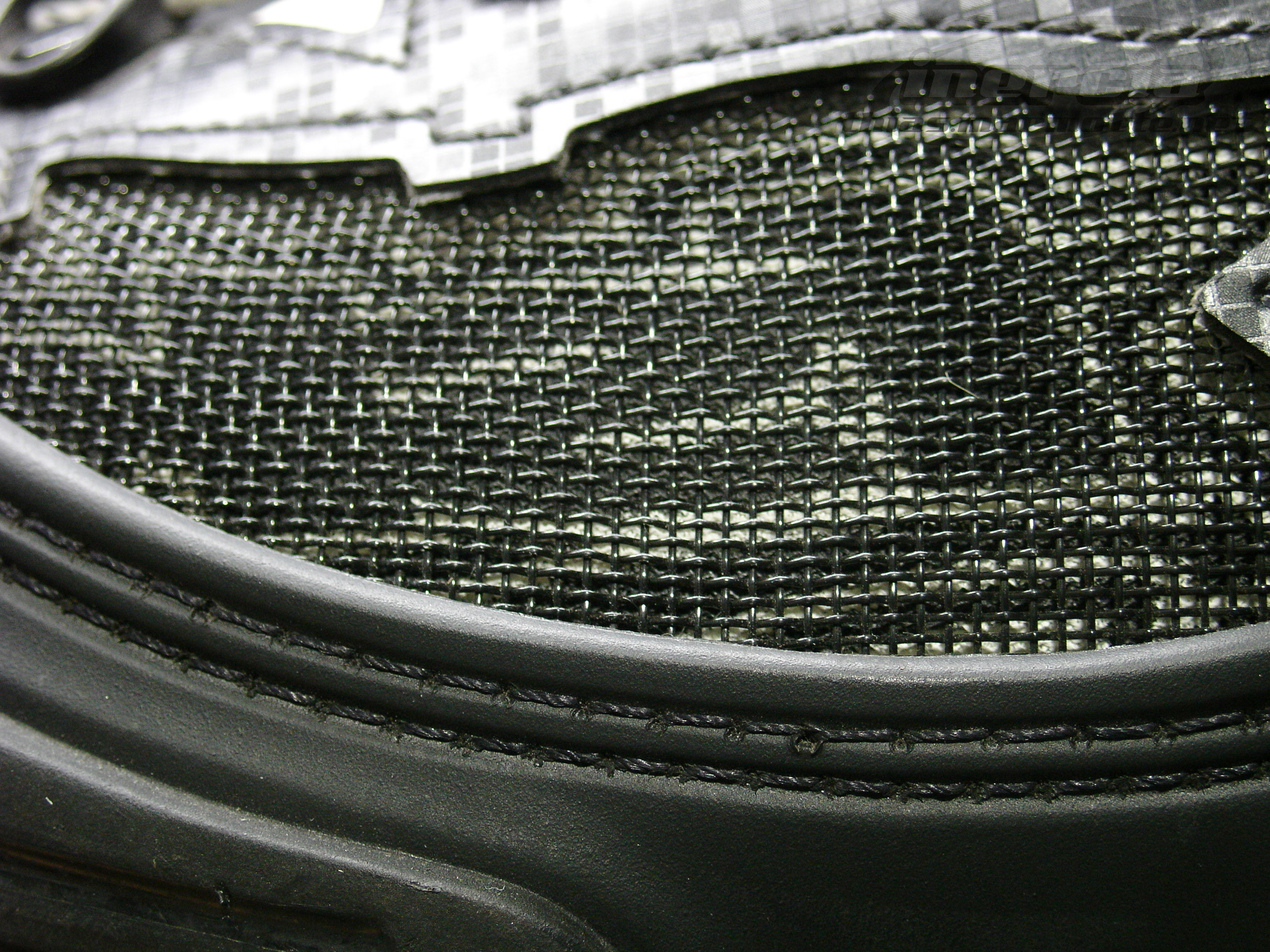 Boot see through to the liner decoration